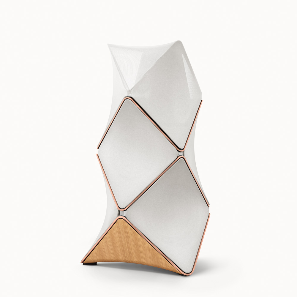 BEoLab 90, in der Zusammenstellung Oak wood/rosegolden aluminium/white fabric