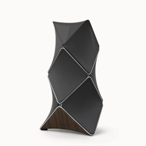 BEoLab 90, in der Zusammenstellung Smoked oak wood/natural aluminium/black fabric