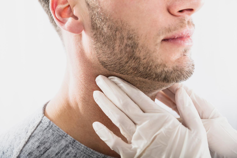 Untersuchung beim HNO-Arzt © shutterstock