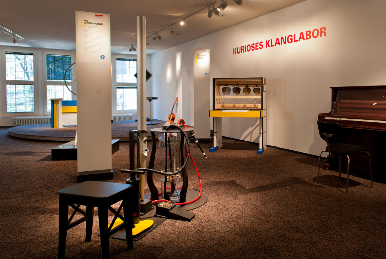 Klanglabor mit Wasserorgel, Kuhglockenklavier und anderen Klangerlebnissen im Haus der Musik
