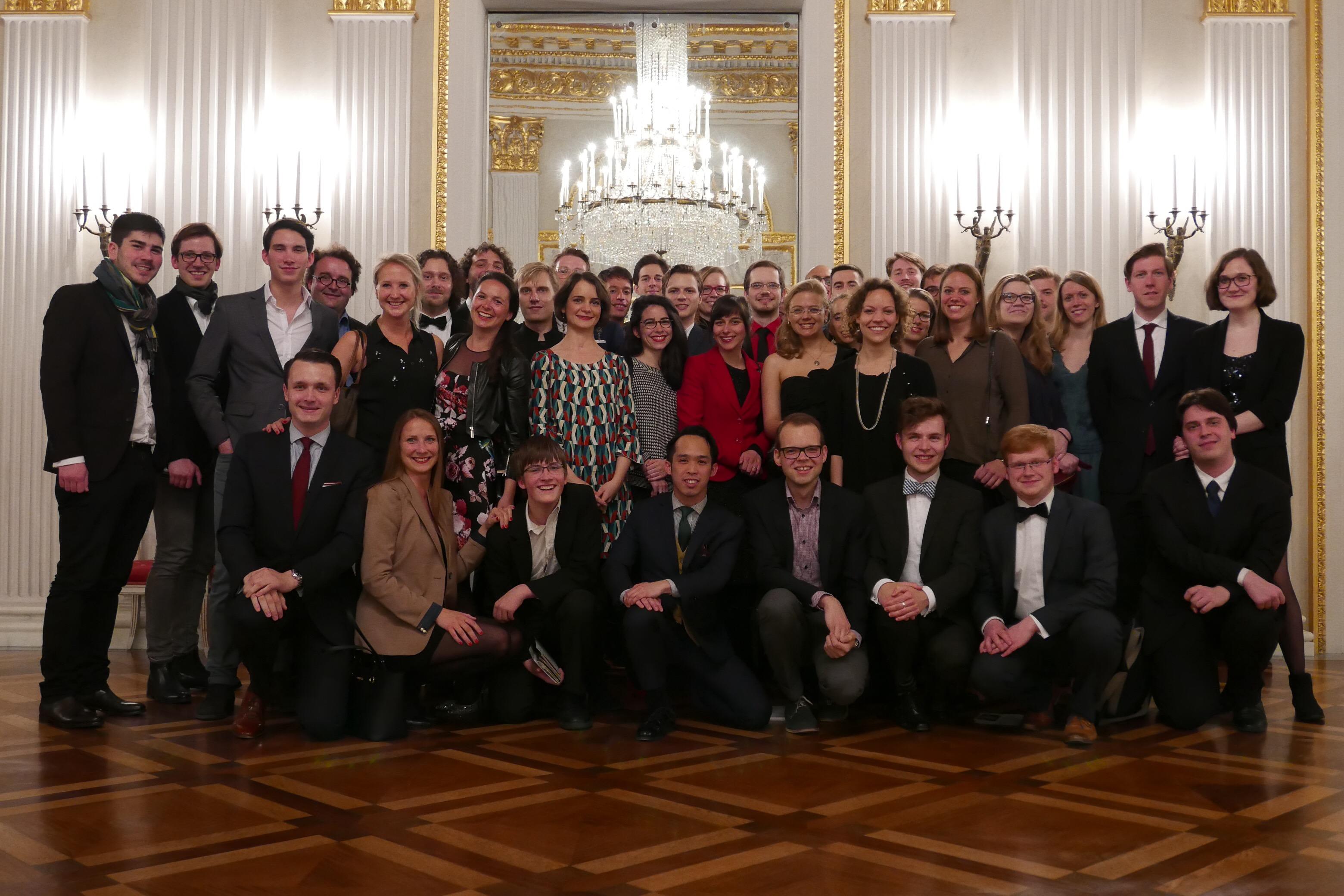 Ein Gruppenfoto der Jungen Opernfreunde München
