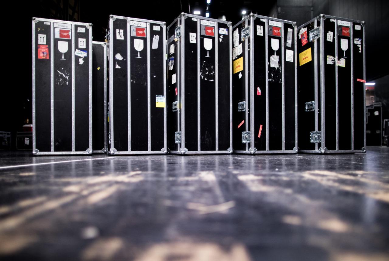 Zur Abholung bereit: Transportboxen mit Instrumenten des Gewandhausorchesters (Photo by Simon Hofmann/Getty Images)