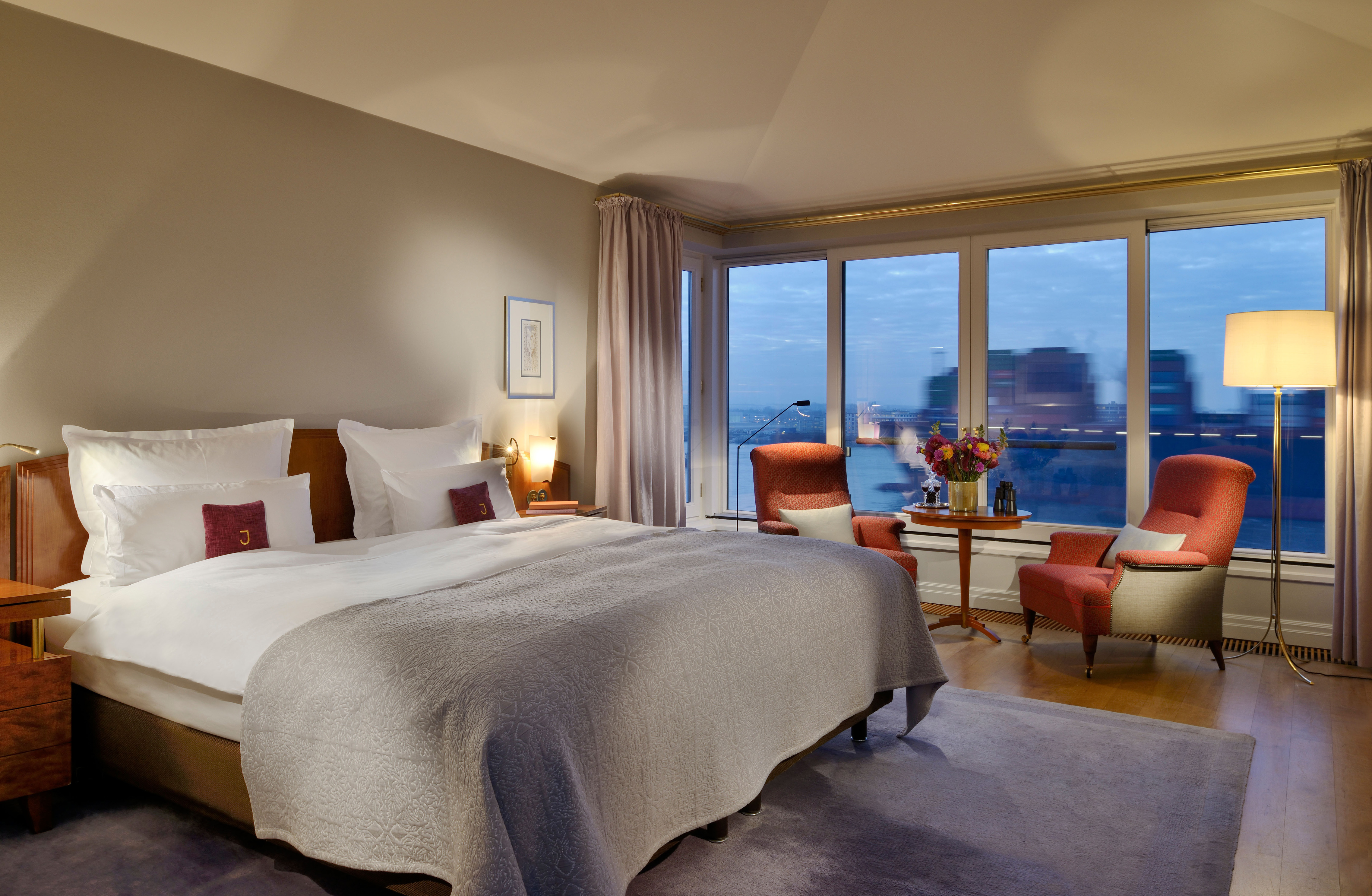 Einzigartige Aussicht: In den Zimmern des Louis C. Jacob lässt es sich mit Elbblick entspannen © Hotel Louis C. Jacob GmbH