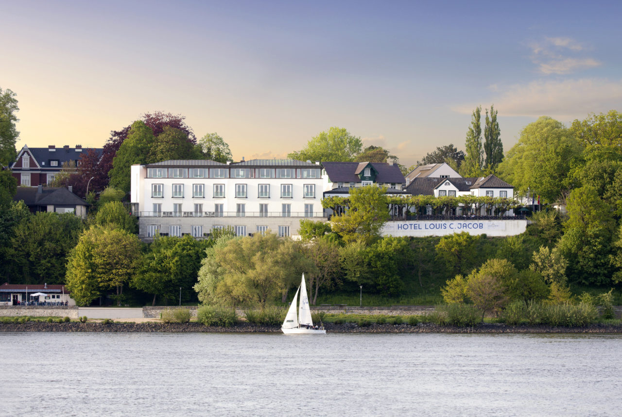 Das Louis C. Jacob liegt direkt am Ufer der Elbe © Hotel Louis C. Jacob GmbH