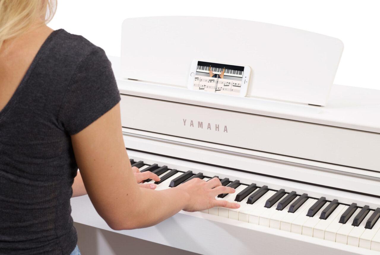 Dank flowkey kann man ganz einfach auch mit dem Smartphone Klavierspielen lernen © Ben Fuchs