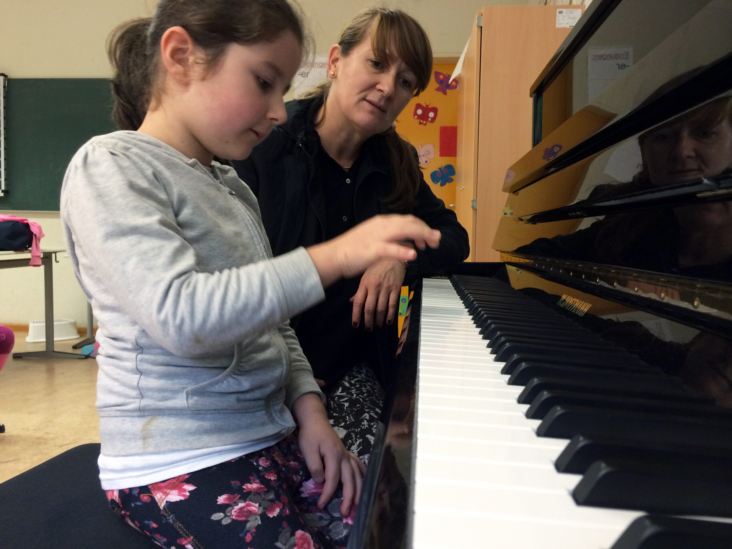 """Soll möglichst vielen Kindern den Zugang zur Klaviermusik ermöglichen: Das Projekt """"Klaviere für Grundschulen"""" der Carl Bechstein Stiftung © Archiv Carl Bechstein Stiftung"""