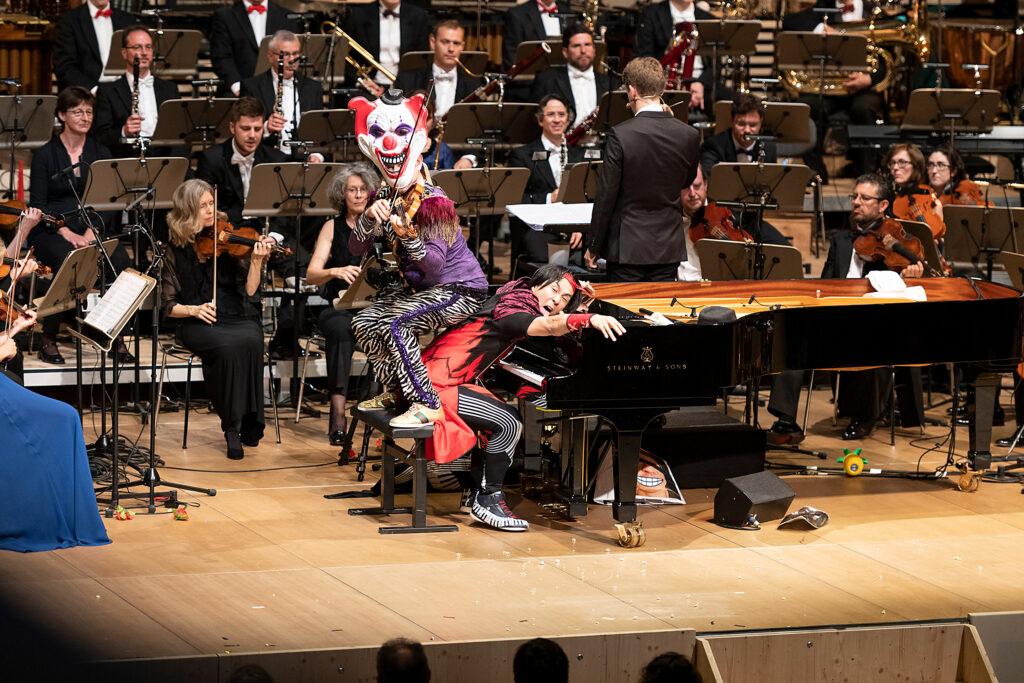 Auch auf der Bühne sind Geiger Aleksey Igudesman und Pianist Hyung-ki Joo für jeden Spaß zu haben © Josef Brunner Fotografie