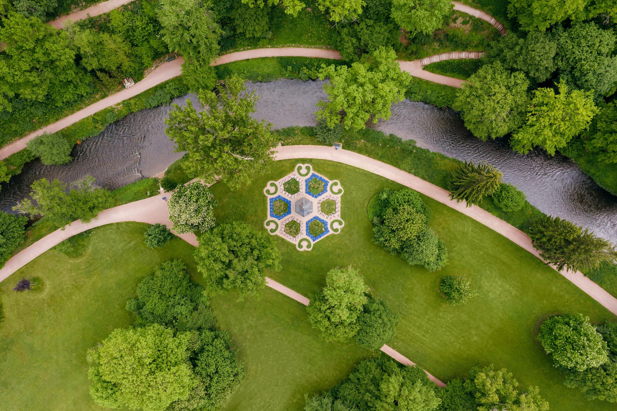Ilm und Musentempel im Schlosspark Tiefurt aus der Vogelperspektive © SSFG für die Schatzkammer Thüringen / Marcus Glahn
