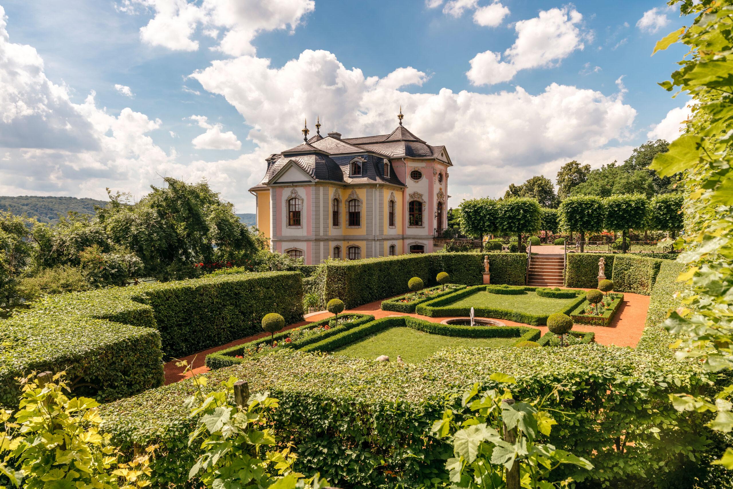 Rokoko-Schloss aus dem Ensemble der Dornburger Schlösser © Marcus Glahn / Stiftung Schloss Friedenstein Gotha für die Schatzkammer Thüringen