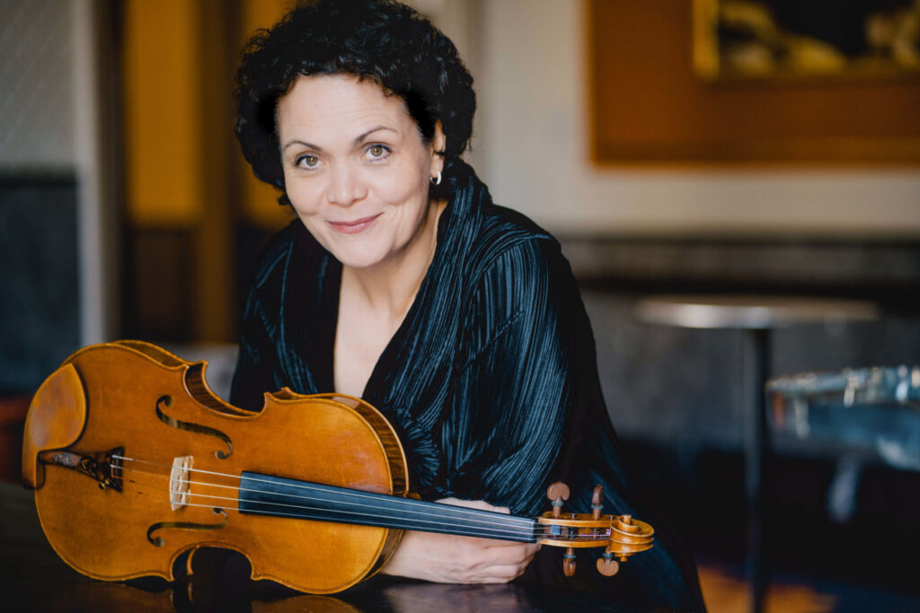 Bratschistin Tabea Zimmermann ist nur eine unter vielen prominenten Musikern, die ihre Lieblingswerke für ERNA eingespielt haben © Marco Borggreve